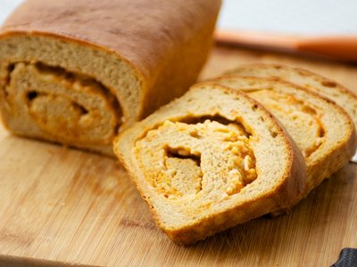 Cheddar and Hot Chili Sauce Swirl Bread