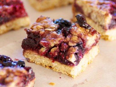 Berry Berry Streusel Bars