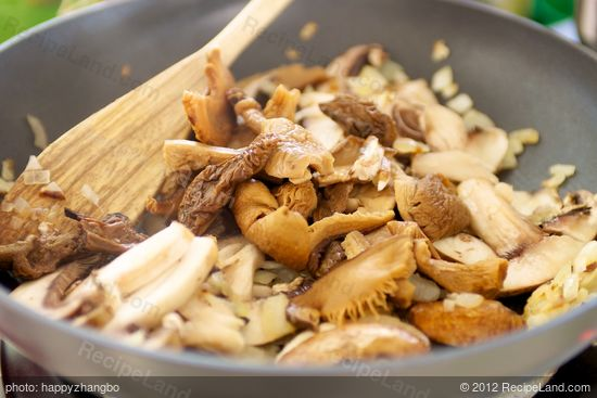 Add re-dehydrated mushrooms into cooked mushrooms.
