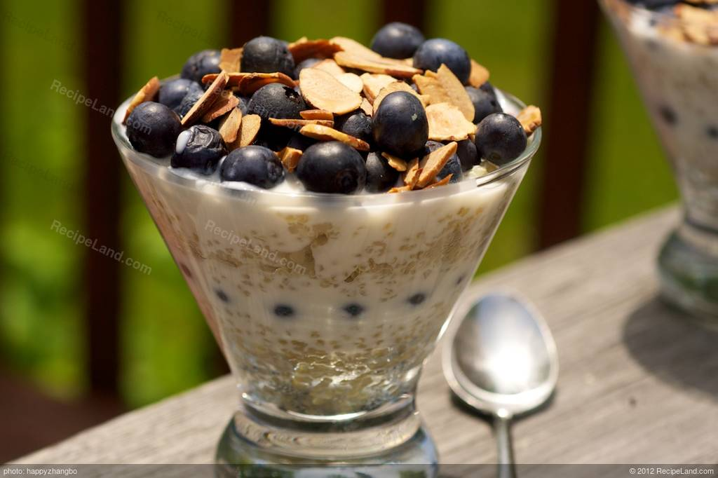 Quinoa, Blueberry and Yogurt Parfait recipe