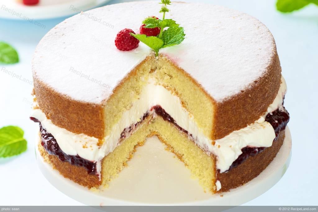 Sponge Cake Artinya : Victoria Sponge Cake Recipe RecipeLand.com