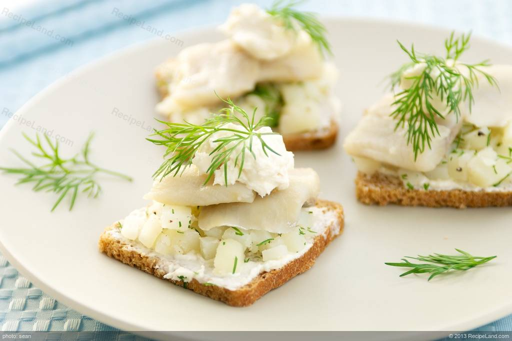 Herring Canapés With Horseradish Cream Recipe - Canapes