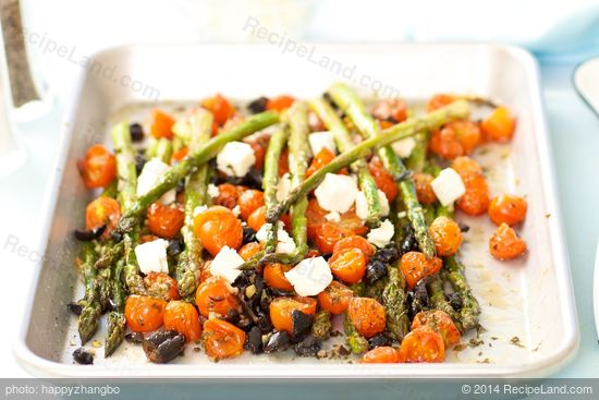 This Mediterranean inspired roasted asparagus dish is packed with ...