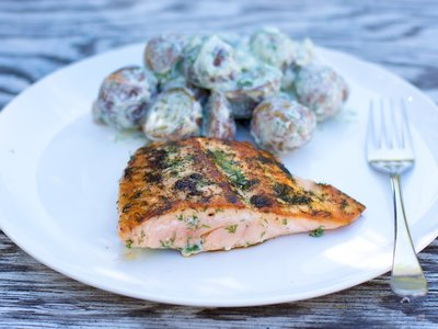 Salmon Fillet with Dilled Potatoes