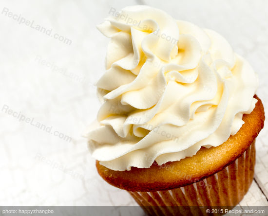 Buttery and Moist White Cupcakes