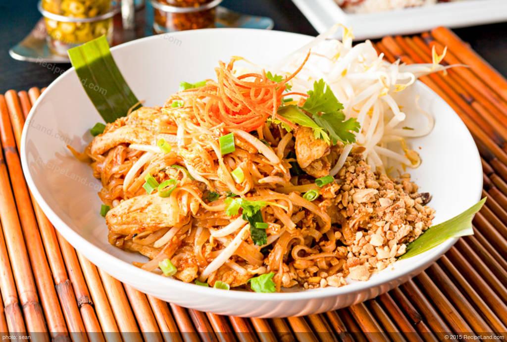 Chicken pad thai recipe recipeland chicken pad thai forumfinder Images