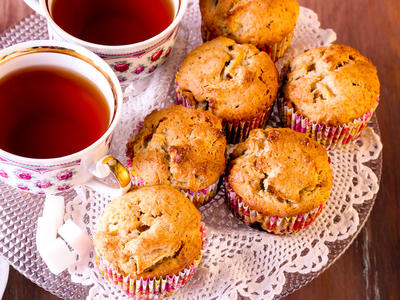 Moist Breakfast Apple Muffins