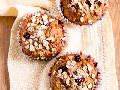 Cinnamon Raisin Apple Muffins