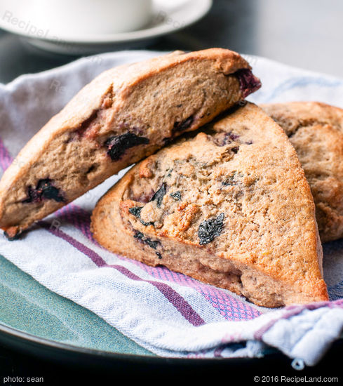 Whole Wheat Blackberry Ricotta Scones Recipe