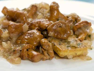 Tarragon Tofu with Chanterelle Mushrooms