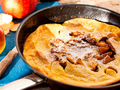 Dutch Pancakes with Spicy Apples