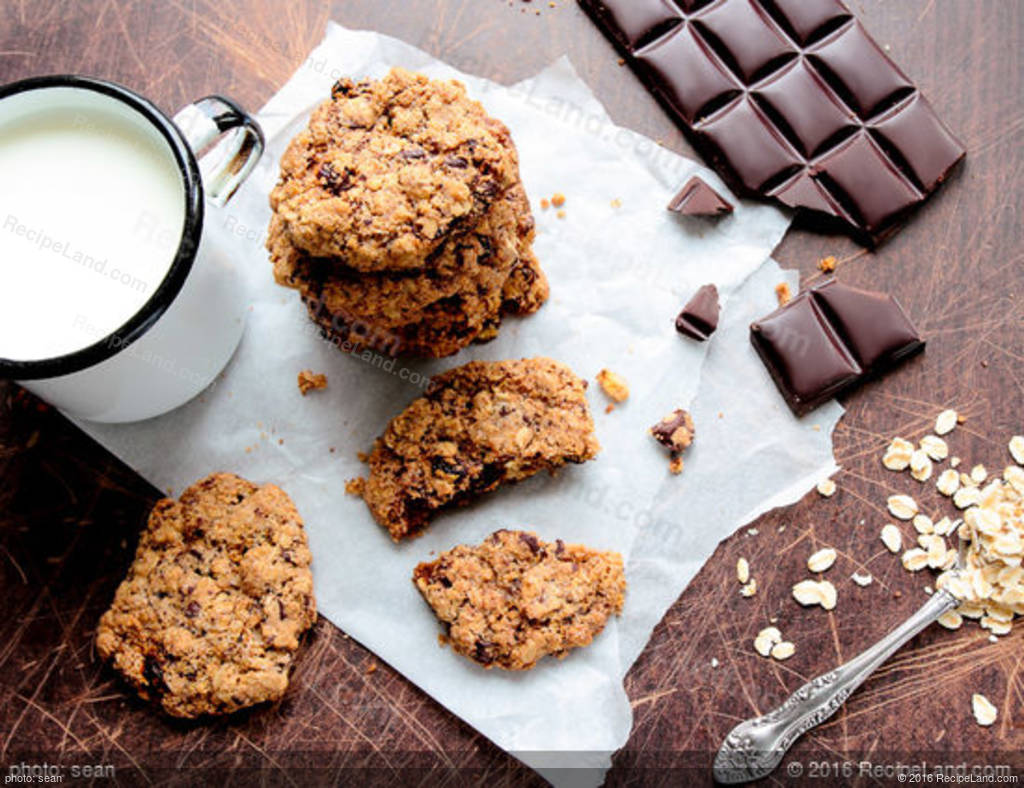 Crunchy Buffalo Chip and Nut Cookies Recipe