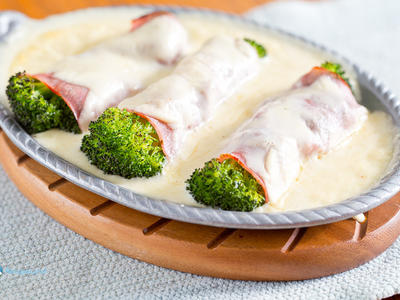 Baked Broccoli, Ham and Cheese Rollups