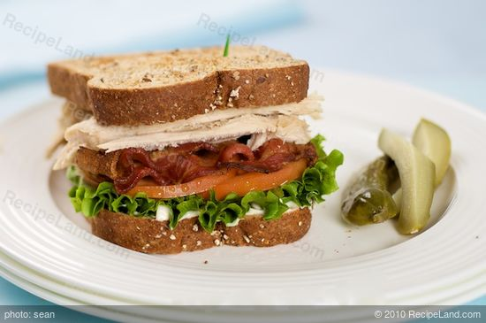 Leftover turkey club sandwich recipe for Thanksgiving turkey sandwich recipe