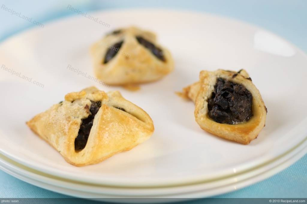 Mushroom and Goat Cheese Puff Pockets Recipe