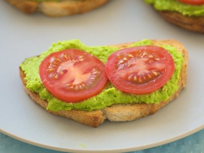 Easy Pea Pesto Crostini