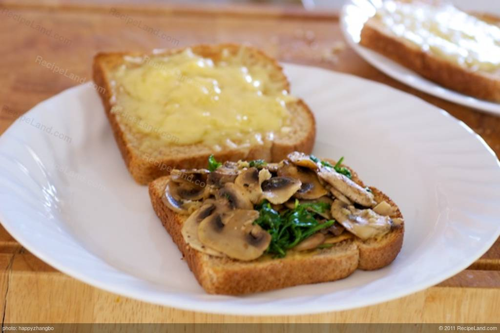 Grilled Cheese Sandwich with Sauteed Mushrooms and Arugula ...
