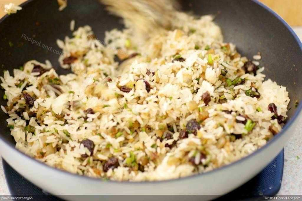 Indian Cilantro Rice with Cashew Nuts and Raisins Recipe