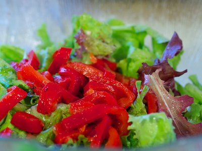 Roasted Bell Pepper, Crouton and Mixed Green Salad