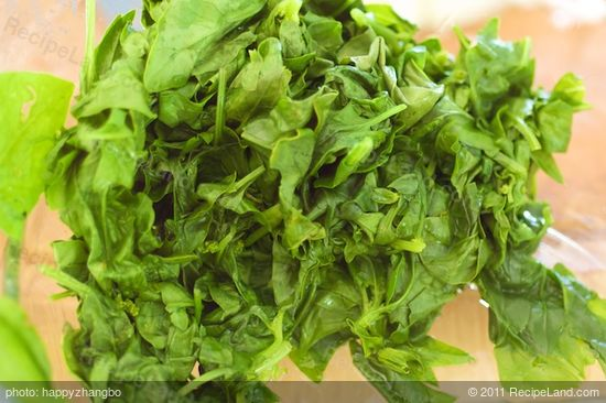 Meanwhile, add the spinach and water in a large skillet pan, cook the spinach until wilted, 2 to 3 minutes.