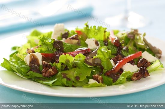 Mixed Green Salad with Honey Pecans, Goat Cheese and Balsamic ...