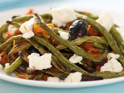 Mediterranean Roasted Green beans with Goat Cheese