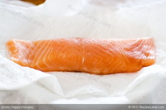 Dry the fish fillets with one or two clean paper towel.