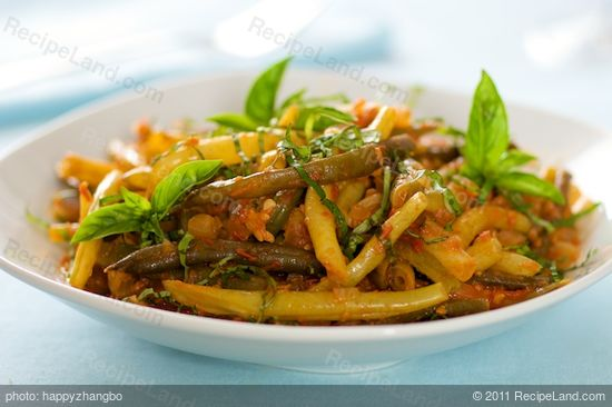 Braised Green Beans in Tomato-Garlic Sauce