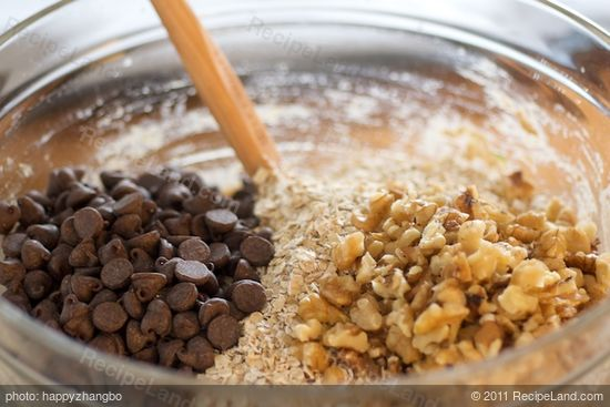 Add the oats, chocolate chips and walnuts, and stir until well mixed.