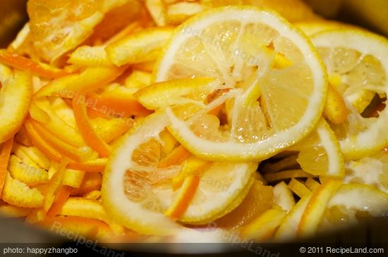 Add all the prepared oranges and lemons into a large pot.