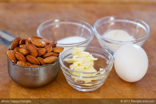 While the dough is resting, prepare the almond topping.