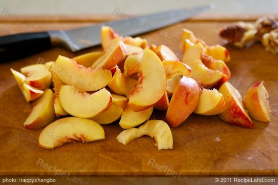 Slice the peaches into 1/2-inch slices.