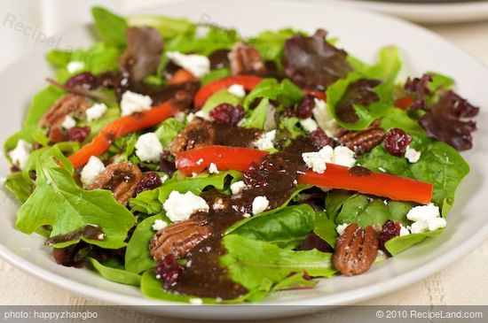 Mixed Green Salad with Pecans, Goat Cheese And Honey Mustard ...
