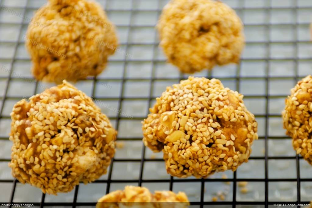 Double Peanuts and Honey Christmas Popcorn Balls with ...