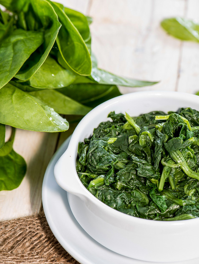 fresh and steamed spinach