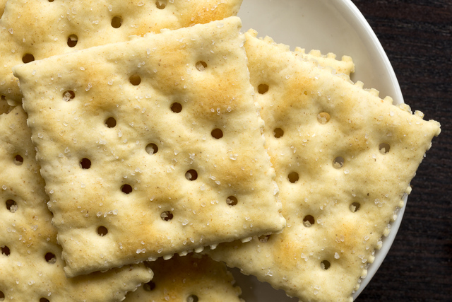 saltine crackers (premium plus)